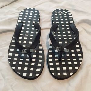 Like new coach flip flops black and white